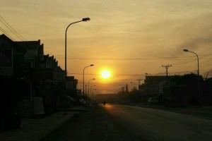 老挝的日出与布施_1
